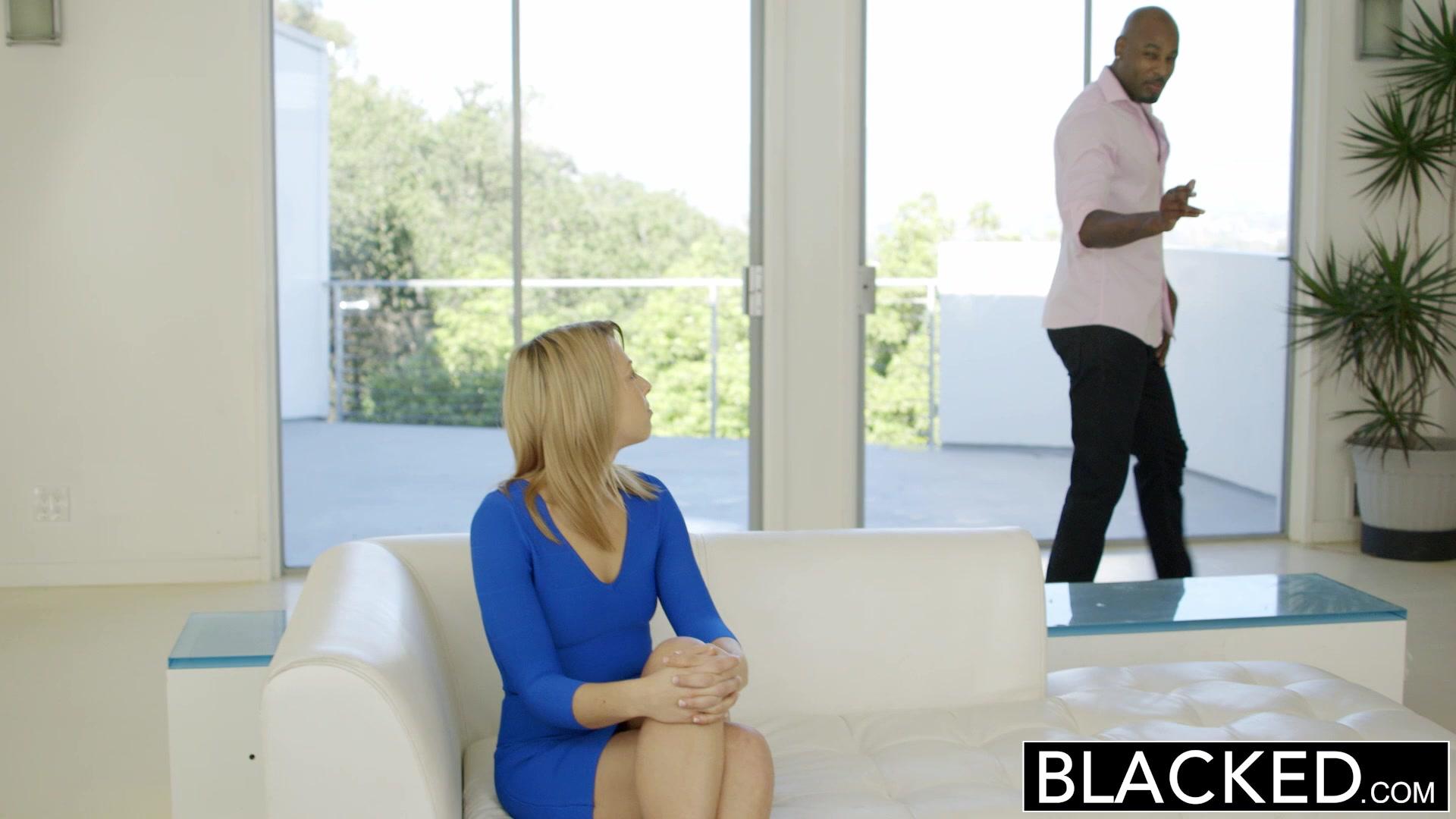 BLACKED Блондинка GF Едва займет у BBC в ее задницу